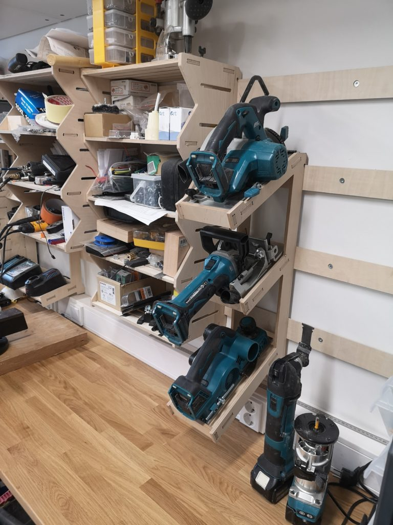 Tool shelf mounted into the tool wall by using the French cleat system
